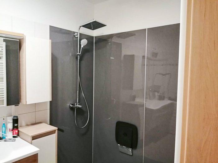 Neue großzügige Dusche