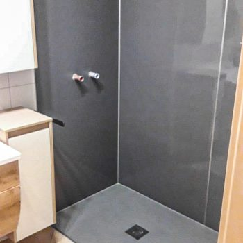 ebenerdige, moderne Dusche